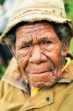 Stary człowiek w kolorze żółtym Obrazy Royalty Free