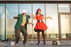 Stary człowiek z trzciną tanczy szybko fotografia stock