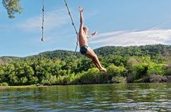 Stary człowiek nurkuje w jezioro Fotografia Royalty Free