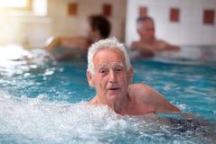 Stary człowiek w jacuzzi Obraz Royalty Free