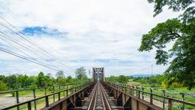 Stary czarny stal pociągu most Lampang Chiangmai, niebieskiego nieba clou Fotografia Stock