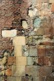 Stary czerwonej cegły kamieniarstwo i kolor żółty cegiełek kamienny tło Zdjęcie Royalty Free