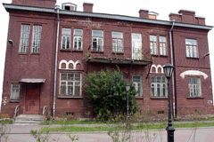 Stary czerwonej cegły dom z balkonem obraz royalty free