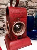 stary czerwony antykwarski lampowy linia kolejowa pracownik zdjęcia royalty free