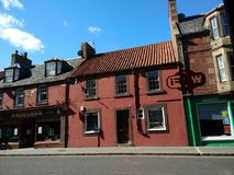 Stary czerwony budynek przy Dunbar Szkocja Obraz Royalty Free