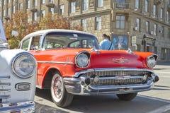 Stary czerwony Chevrolet na wystawie roczników samochody Zdjęcia Royalty Free