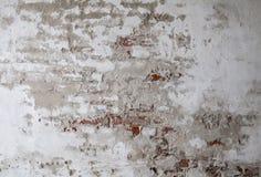 Stary Czerwony ściana z cegieł z Krakingową Betonową tło teksturą Obrazy Stock