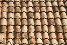 Stary czerwony dachówkowego dachu tło Fotografia Royalty Free