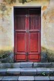 Stary czerwony drewniany drzwi Zdjęcia Royalty Free