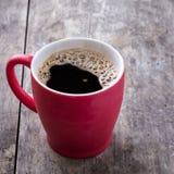 Stary czerwony kawowy kubek Zdjęcia Royalty Free