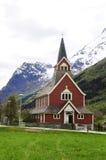 Stary Czerwony kościół @ Olden, Norwegia fotografia stock