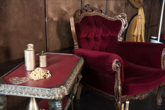 Stary czerwony meble w pokoju Zdjęcia Stock