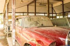 Stary czerwony samochód Zdjęcia Stock