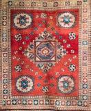 Stary czerwony turecki dywan z tradycyjnym motywem Obraz Royalty Free
