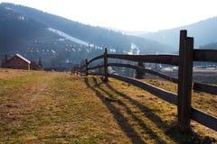 Stary długi drewniany ogrodzenie zdjęcie royalty free