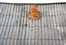Stary dach z cegły drymbą Zdjęcia Stock