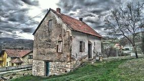 stary dom, jard, chmurny, architektura, housekeeping, stary budynek, fantastyczny widok obrazy stock
