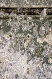 Stary dom malował ścianę z resztkami stare warstwy fotografia royalty free