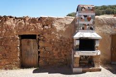 Stary dom w Hiszpańskiej wiosce, dom z ceramiczną kuchenką fotografia royalty free