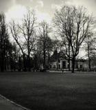 Stary dom w parku zdjęcia stock
