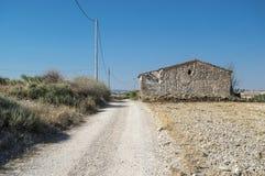 Stary dom w ruinach na trasie Obrazy Stock