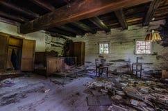 stary dom wiejski z pokojem zdjęcia stock