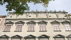 Stary dom z pięknym fasadowym blackmagic ursa mini 4,6k zdjęcie wideo