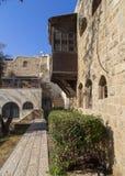 Stary dom z Śródziemnomorskim stylowym balkonem w Jaffa, Izrael Zdjęcia Royalty Free