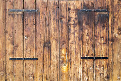 Stary drewniany antykwarski drzwi textured stajni tło Obraz Royalty Free