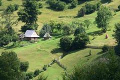 Stary drewniany dom w Karpackich górach, lato fotografia royalty free