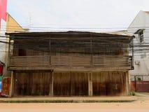 Stary drewniany dom w wsi, Tajlandia/ zdjęcia stock
