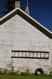 Stary drewniany drabinowy obwieszenie na jaty ścianie Zdjęcia Royalty Free