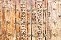Stary drewniany drzwi dwór w cordobie, Hiszpania Fotografia Royalty Free