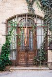 Stary drewniany drzwi i brama w Jaffa, Izrael obrazy stock