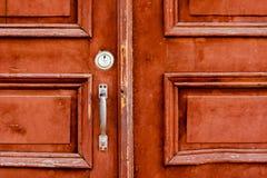 Stary drewniany drzwi na drewnianym i szklanym drzwi zdjęcie royalty free