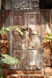 Stary drewniany drzwi używa przez długi czas fotografia royalty free