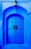 Stary drewniany drzwi w Chefchaouen, Maroko, Afryka Obrazy Stock