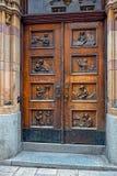 Stary drewniany drzwi w dziejowym centrum Sztokholm, Szwecja Zdjęcia Royalty Free