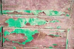 Stary drewniany drzwi z obieranie farbą od desek Zdjęcie Stock