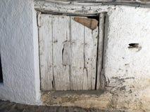 Stary drewniany drzwi z pęknięciami Fotografia Royalty Free