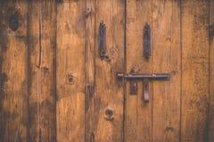 Stary drewniany drzwi z ryglem Obraz Stock