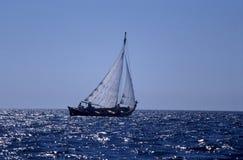 Stary drewniany fishboat żeglowanie Zdjęcia Royalty Free