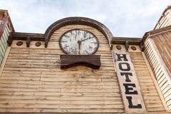 Stary drewniany hotelowy budynek Zdjęcia Royalty Free