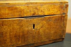 Stary drewniany klatki piersiowej keyhole Obrazy Stock