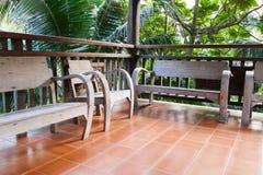 Stary drewniany krzesło na balkonie Zdjęcie Stock