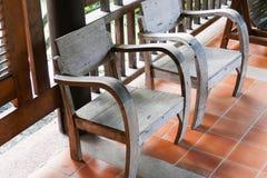 Stary drewniany krzesło na balkonie Fotografia Stock