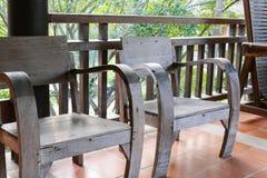 Stary drewniany krzesło na balkonie Zdjęcie Royalty Free