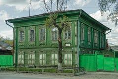 Stary drewniany mieszkaniowy dom Tyumen, Rosja Fotografia Stock