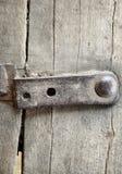 Stary drewniany ogrodzenie z żelaznymi nitami zdjęcia royalty free