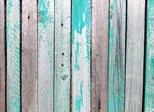 Stary drewniany ogrodzenie z zatartym kolorem Przetarta stara farba na ogrodzeniu Rosyjski rocznik Pi?kne stare deski Wystr?j dla fotografia stock